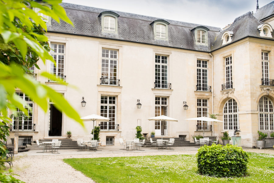 Façade, toiture et une partie du jardin de l'Hôtel de Marle
