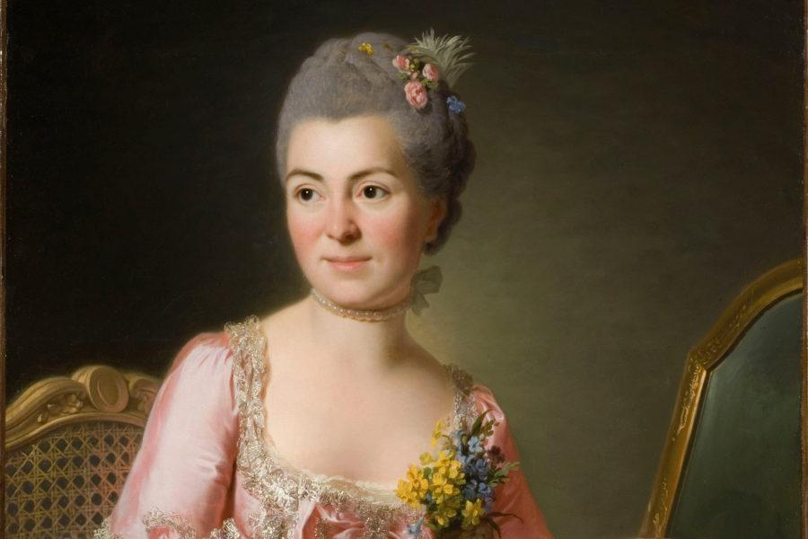 Portrait d'une femme en robe rose.