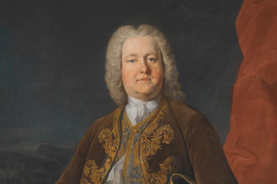 Portrait d'un homme au cheveux blanc, en veste marron.