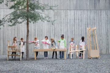 Des enfants particpent à un atelier créatif