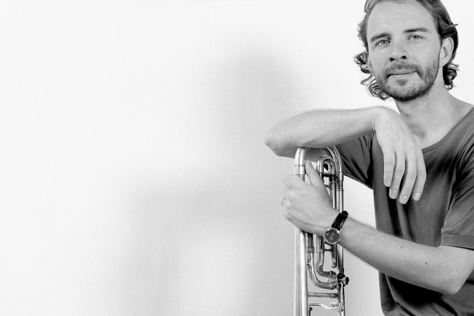 Le tromboniste Ivo Nilsson avec son instrument