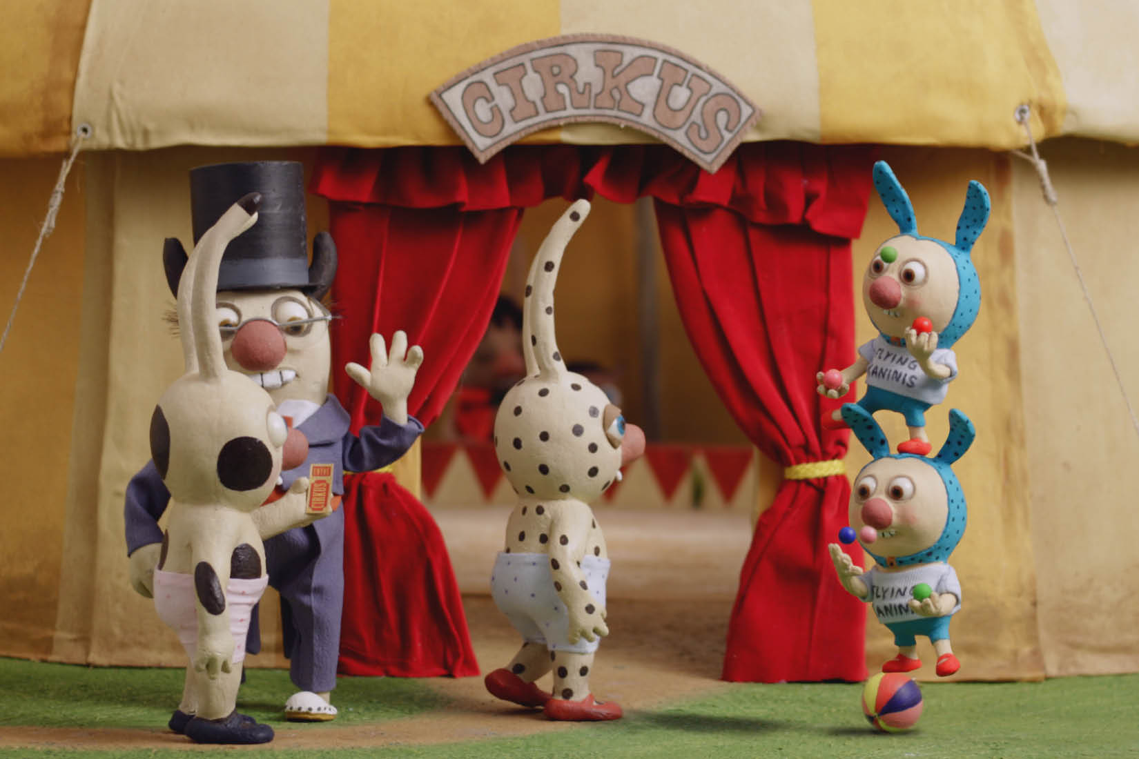 Gros-pois and Petit-point go to the circus and are greeted by acrobats.